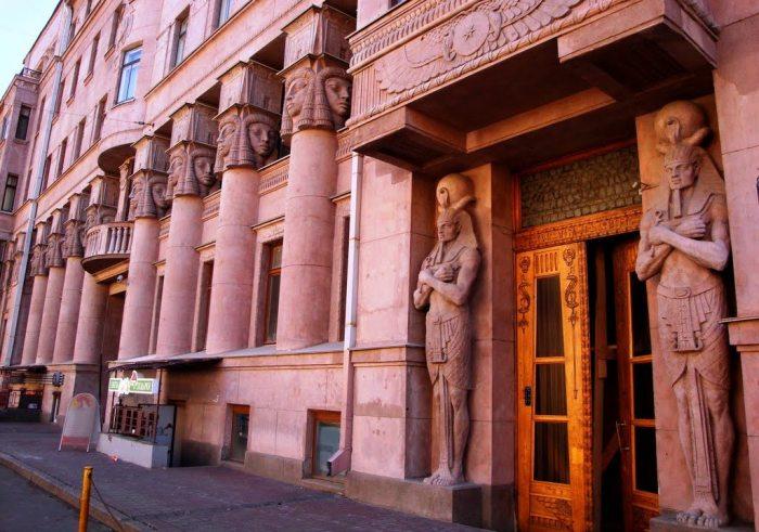 Египетский дом на Захарьевской в Санкт-Петербурге.